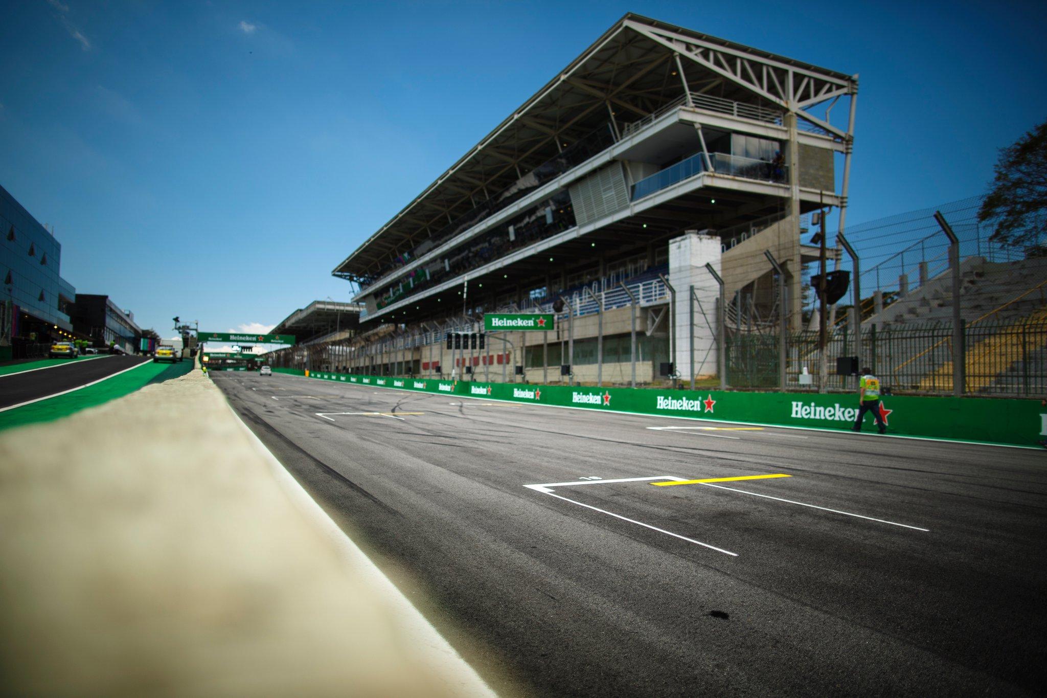 Гран-при Бразилии остановлен. Два гонщика попали в трагедию