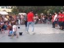 Вот это парк с танцорами