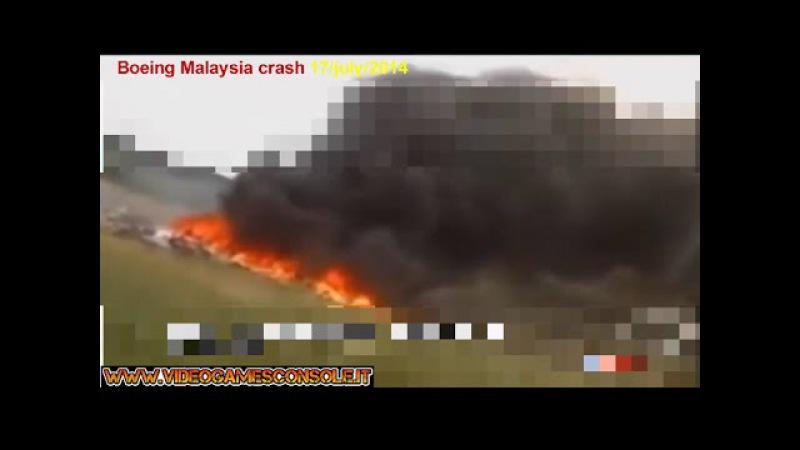 Boeing MH17 Malaysia Airlines-Dopo lo schianto al suolo.Video inedito. Colpito da un missile in volo