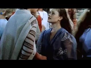 С Анны Назарьевой срывают платье – Танцплощадка (1985) XCADR