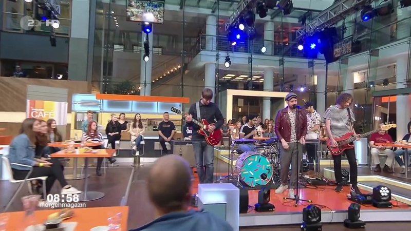 Kaiser Chiefs - Parachute undefined Hole In My Soul (ZDF-Morgenmagazin - sep 27, 2016) [720p]