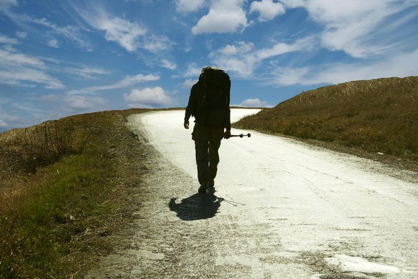 Йенсу Квасу 37. Он планирует совершить пешую кругосветку. Все свои впе