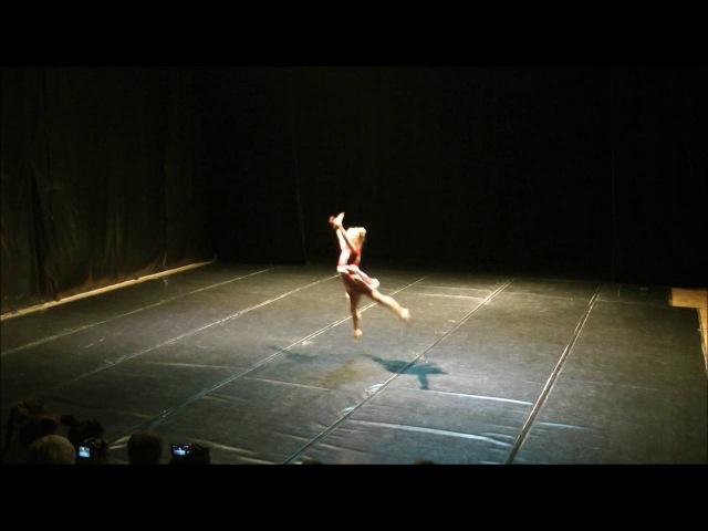 Танцевальная компания Лабиринт Маленькая девочка в большом городе