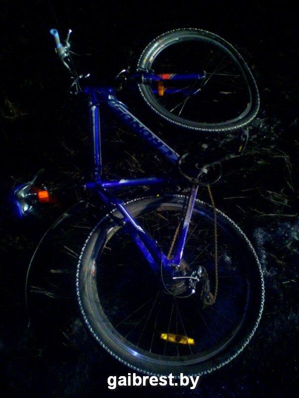 Лобовое столкновение с велосипедистом в Ивацевичском районе: мужчина в больнице