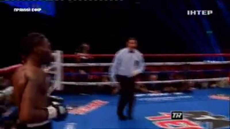 Пару годин тому Вася Ломаченко захистив чемпіонський пояс WBO! Суперник Уолтерс протримався тільки до 7 раунду.