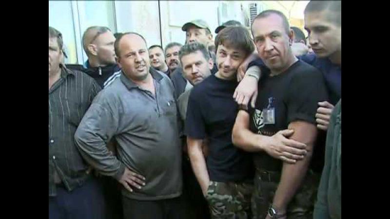 Преса минулих років: у Запоріжжі роздають прокладки, розганяють художників «Беркутом» і проводять парад в день окупації міста