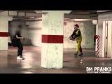 Страшные пранки про клоунов. В конце видео ржачь видно что русский.