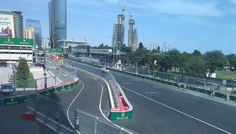 Въезд напит-лейн натрассе вБаку. Источник: motorsport.com