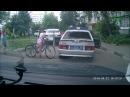 Девочка на велосипеде врезалась в машину ППС. Прикол