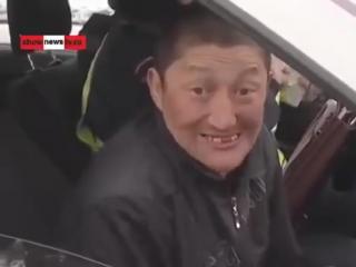 При аварии водитель потерял тапки (прикол, смотреть всем и до конца)