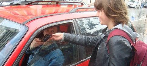 Раздача листовок в пробках в Москве, Московской области