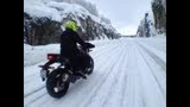 CRAZY BIKE TRIP EN LAPONIE 1/2 - ICE DRIFTING IN LAPLAND - OFFICIAL VIDEO MOTO JOURNAL