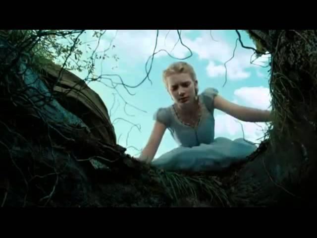 Алиса бежит за кроликом Алиса в стране Чудес 2010)