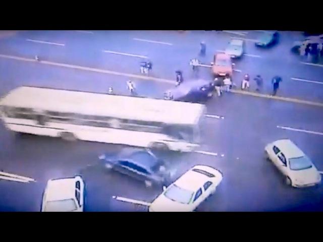 Onibus, fura, barreira, MST, Paraná, velocidade máxima, destroi, arrebenta, bloqueio.