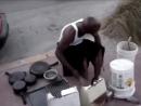 Уличный барабанщик исполняет Sand Canyon | サンドキャニオンがお気に入りのストリートドラマー