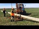 Трактор МТЗ-82 бурит и устанавливает 110 опоры в Калуге, 拖拉机MTZ-82演习,并规定了110个支助