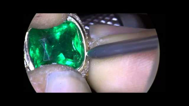 Klever Ruiz Emerald channel shared prong setting
