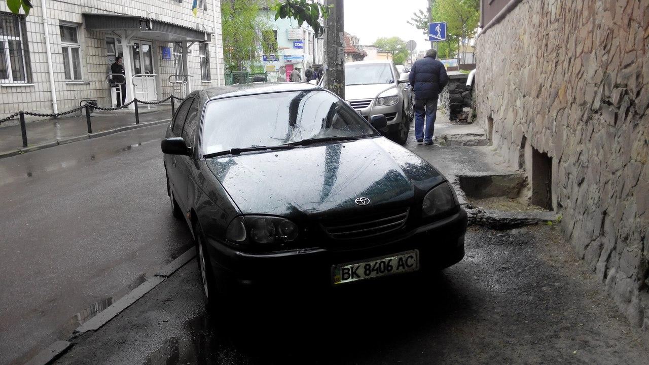 Копи міста Рівного попускають автохамів (ФОТО)