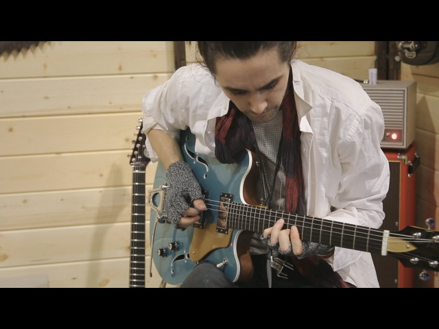 Zane Carney and Elise Trouw play together for first time at the Veritas booth