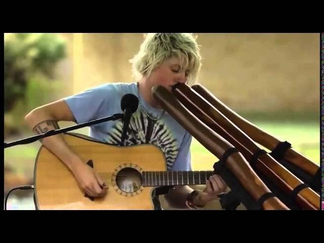 Very cool playing guitar and trumpet Очень классно играет на гитаре