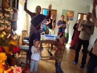 Гаура-аратик и киртан. Открытие Ашрама Харе Кришна в Вайнсберге, Германия, 2015 г