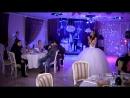 Невеста поет жениху. Подарок на свадьбу