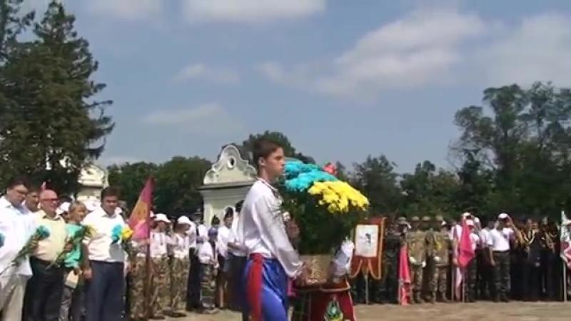 Покладання квітів до памятного знаку жертвам московської агресії,м.Батурин