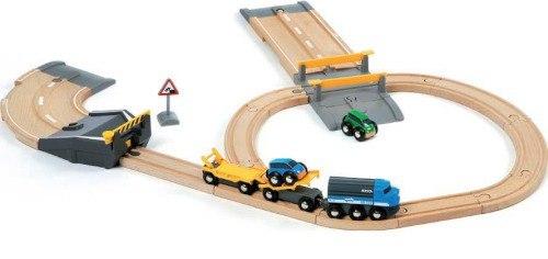 Деревянные игрушки Набор ж/д с эвакуатором и авто-переездом, Brio