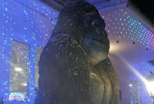 К Году обезьяны в Якутии слепили Кинг Конга из навоза?