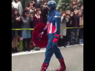 THEY DRESSED UP AS THE FUCKING AVENGERS I CANT BELIEVE. BTW JACKSON HOW U GON DRESS UP AS THOR YET WEAR FUCKIN MONSTERS INC. SLI