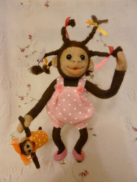 Малышка Габи и ее игрушка. (3 фото)