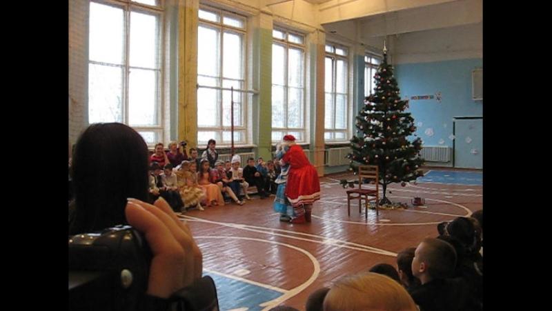 2015 12 22 новогодний утренник Дед Мороз со Снегуркой зажигают танцующие куклы