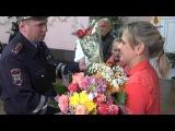 Рязанские инспектора ГИБДД поздравили молодую маму