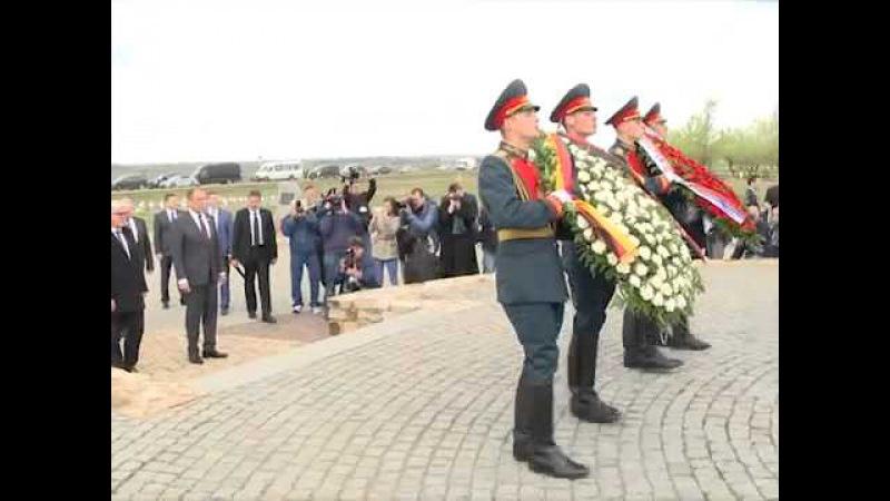 Возложение венков к военно-мемориальному комплексу советским солдатам в с.Россошки