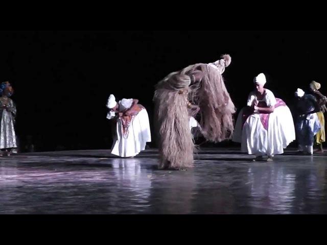 Фрагмент спектакля в постановке Bale Folclorico da Bahia - Dancas de Orixas (Танцы Ориша)