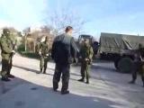 Украинский солдат против русской армии Крым Ukrainian soldiers against the Russian army