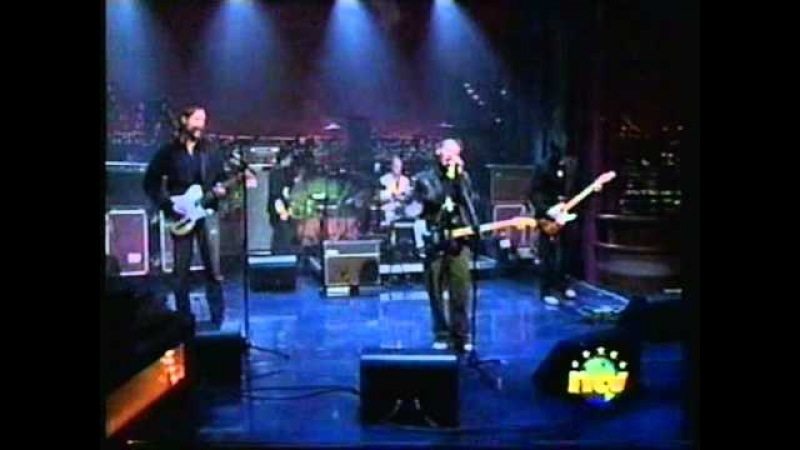 Radiohead - 2 2 = 5 - Letterman - with Wolf Blitzer on Shaeffer cape