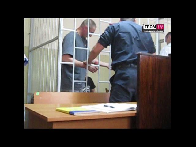 Подсудимый вскрыл себе вены в зале суда.