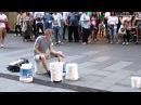 Виртуоз-уличный музыкант ударного инструмента