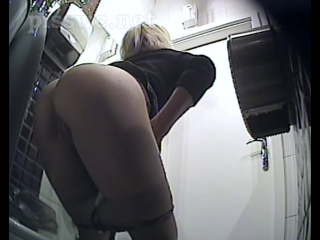 смотреть онлайн порно скрытая камера туалеты