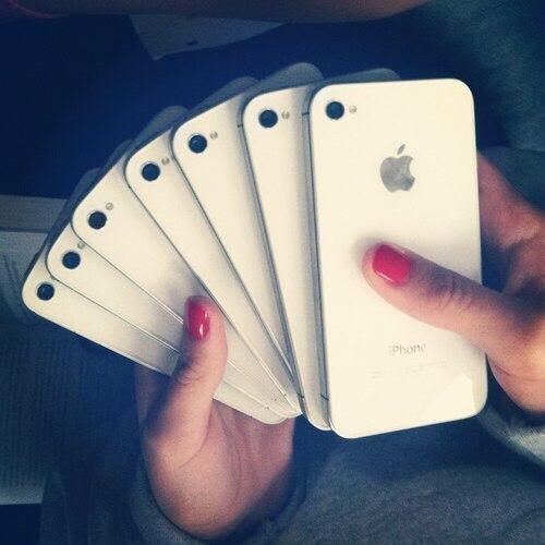 'Мы зарабатываем миллиарды на понтах молодежи.'© Apple