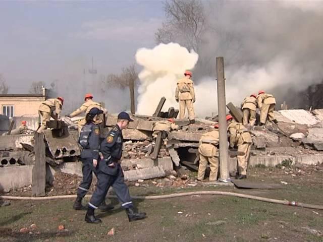 8.04.16 - Испытание огнем перед выпуском. Будущие спасатели НУГЗУ приняли участие в учениях