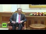 Оман: Лавров обсуждает нефтяной рынок с Оманской заместитель Премьер-Министр в Маскате.
