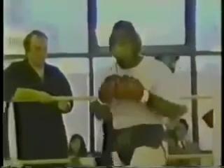 Тайсон в нокдауне на спарринге перед боем с Дагласом