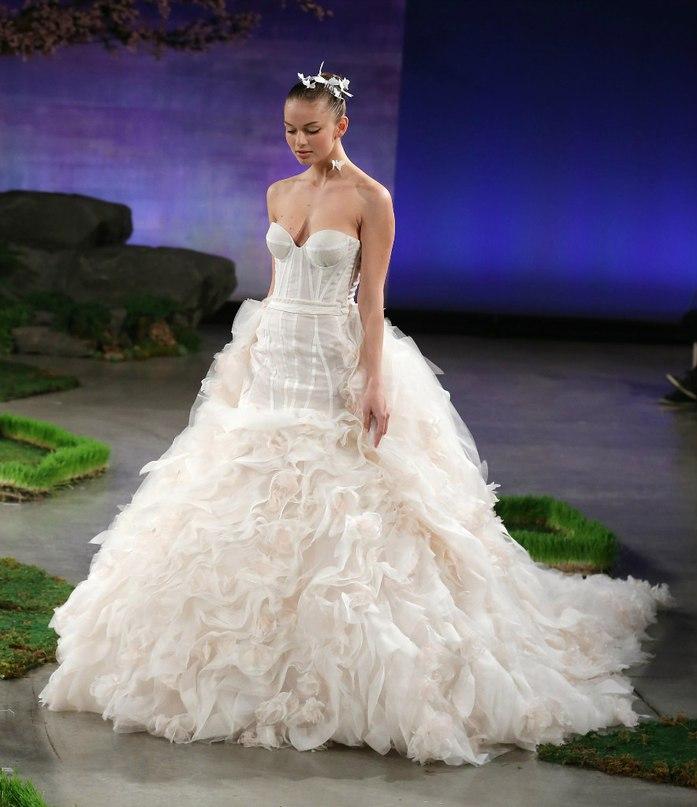 7oYjku29sUI - 10 самых ожидаемых свадебных тенденций весны 2016