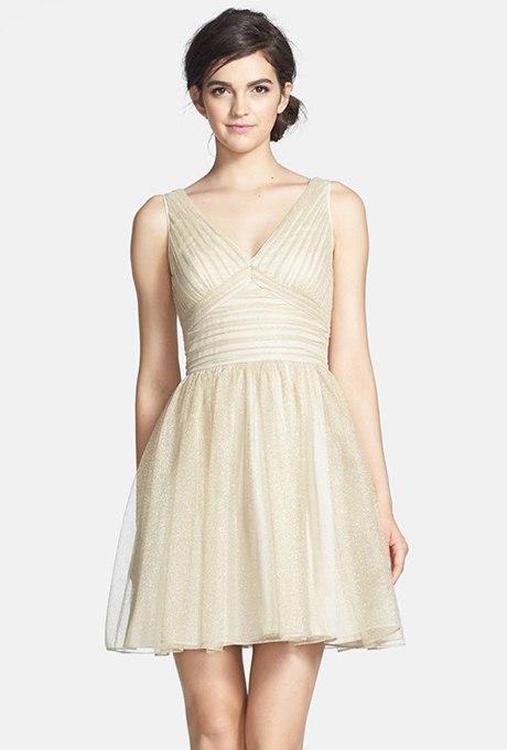 ncifrCYLegk - Золотое свадебные платья для подружек невесты: металлический блеск гламура (30 фото)