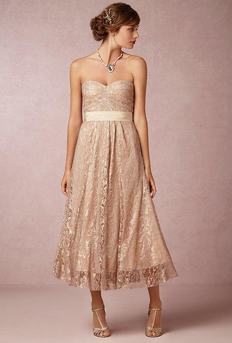 8XsAbFSLzMg - Золотое свадебные платья для подружек невесты: металлический блеск гламура (30 фото)