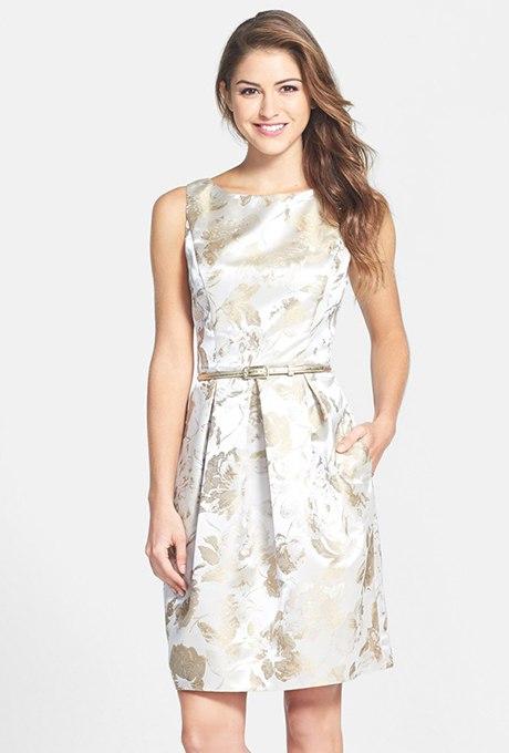 WRvwVZHeNgU - Золотое свадебные платья для подружек невесты: металлический блеск гламура (30 фото)