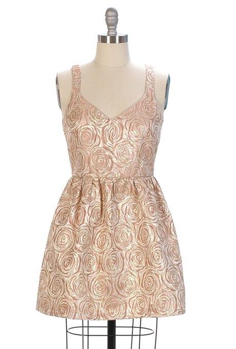 xhMW9fMY1Gk - Золотое свадебные платья для подружек невесты: металлический блеск гламура (30 фото)