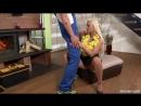 Золотой дождь у камина с восхитительной блондинкой Warm Pee And Sex at A Fireplace with gorgeous blonde pissing piss drinking